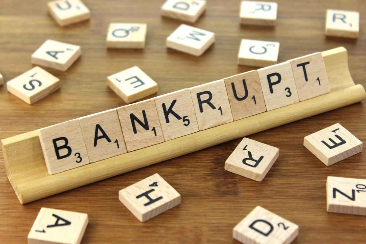 How I Went from Near Bankruptcy in My First Year to Six Figures With No Contacts